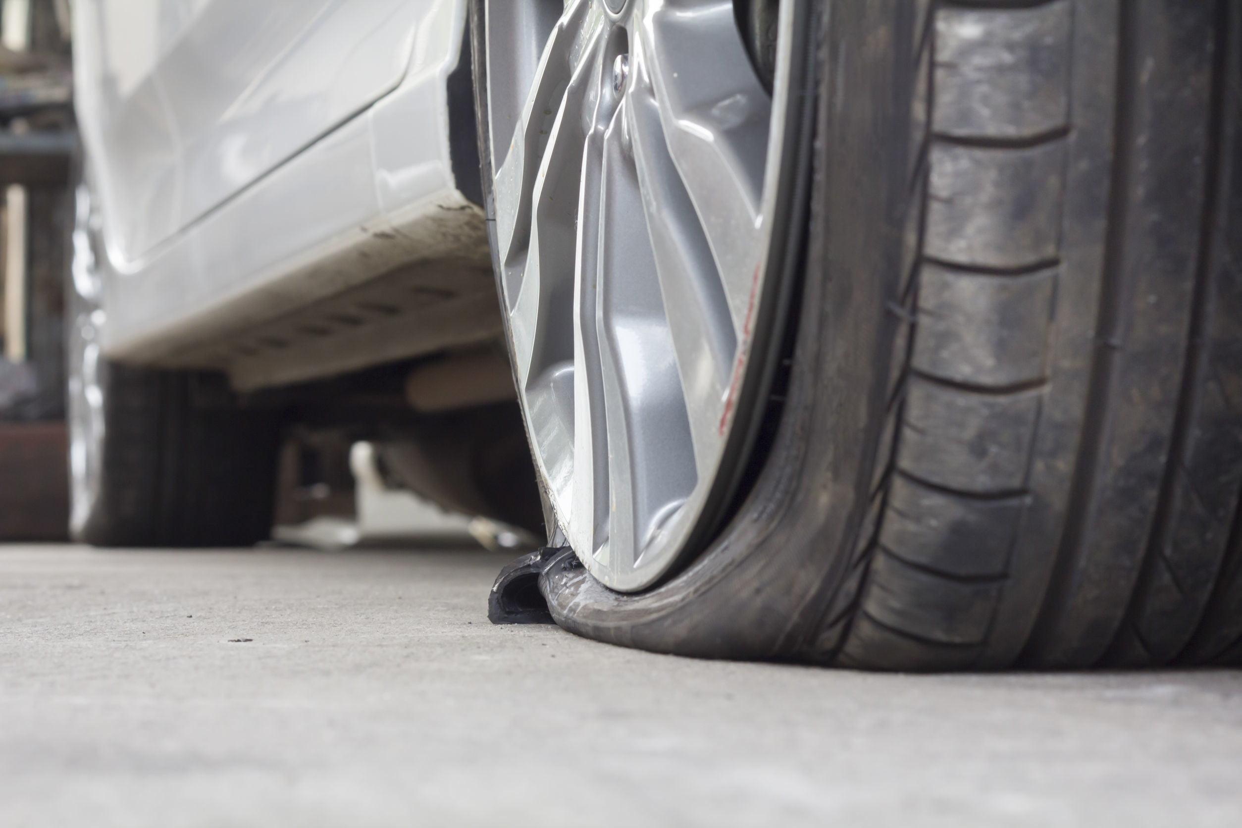 38929448-burst-tire-car